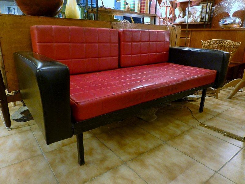 canape en ska rouge et noir 1960. Black Bedroom Furniture Sets. Home Design Ideas