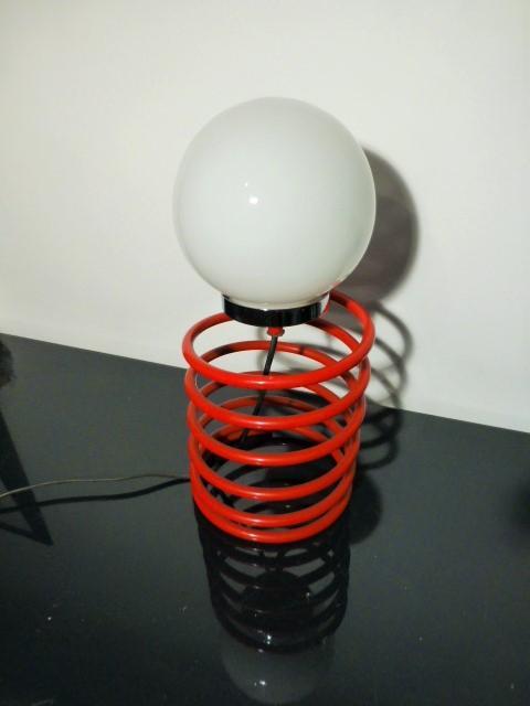 lampe ressort ingo maurer rouge 1970. Black Bedroom Furniture Sets. Home Design Ideas
