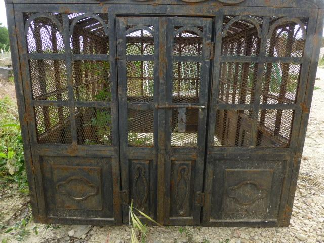 grande cage a oiseau en fer milieu xxeme siecle. Black Bedroom Furniture Sets. Home Design Ideas