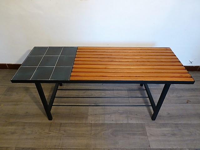 design de qualité 8479e 9444f TABLE BASSE EN BOIS ET CERAMIQUE BLEU. 1960.