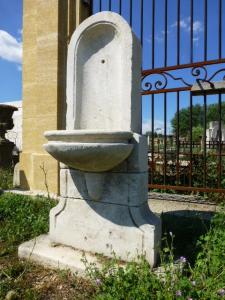 ANCIENNE FONTAINE PROVENCALE. DEBUT XXEME SIECLE.