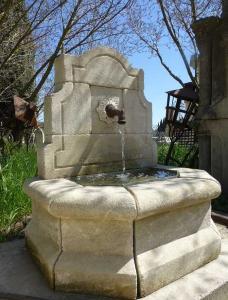 Pierre de taille et fontaines boutique for Deco jardin pierre blanche