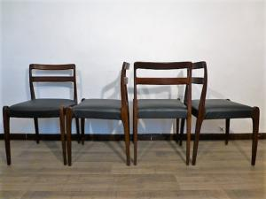 LOT DE 4 CHAISES SCANDINAVE EN TECK. 1960