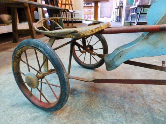 tricycle cheval en bois et fer fin xixeme siecle. Black Bedroom Furniture Sets. Home Design Ideas