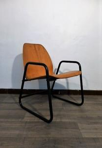 CHAISE TRANSFORMABLE EN FAUTEUIL MODERNISTE. 1979