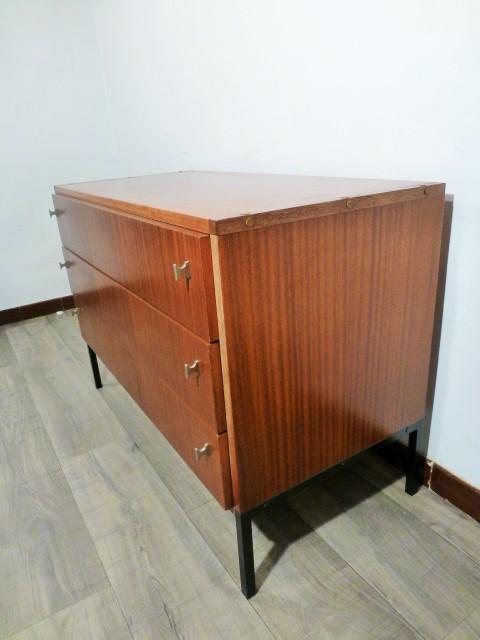 commode vintage trois tiroirs 1960. Black Bedroom Furniture Sets. Home Design Ideas