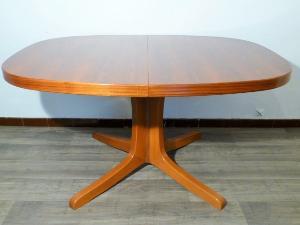 grande table scandinave ovale en teck. Black Bedroom Furniture Sets. Home Design Ideas